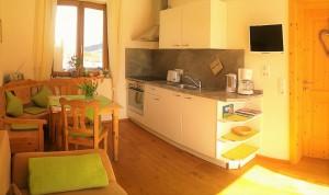Wohn-/Esszimmer mit Naturholzparkett