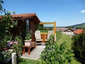 kuschlige Sitzecke am Gartenhaus